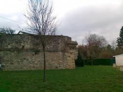 Restes de beaux murs à Carignan,vers 1530 env